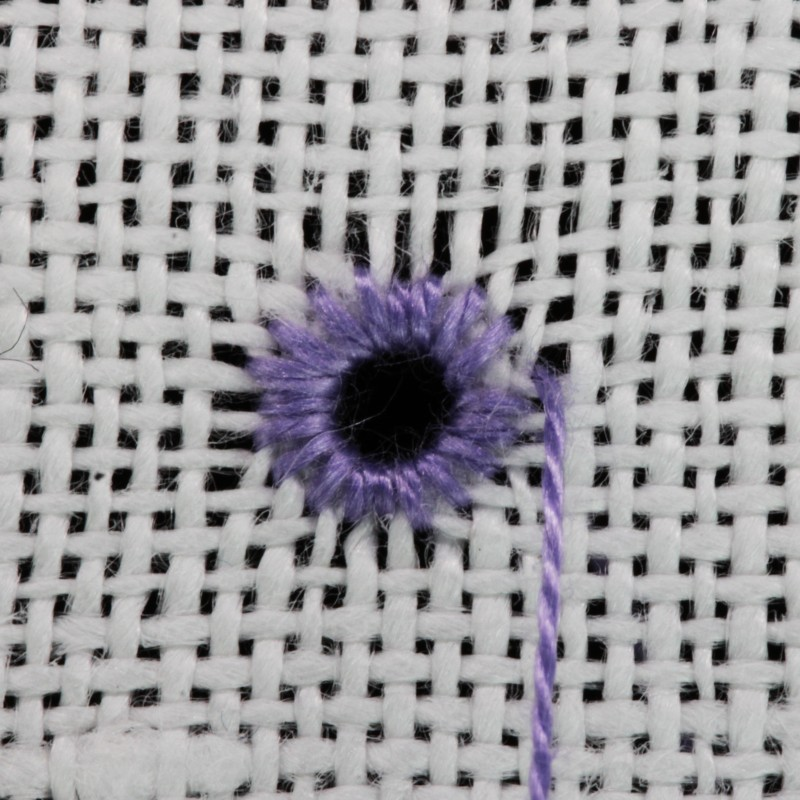 Round eyelet (pulled thread) method stage 6 photograph